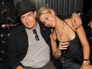 Mit der Beziehung zu Ginger Lynn, vollzog Charlie Sheen den Wandel und den Beginn der Sex-Akte-Charlie-Sheen-Porno-Affären